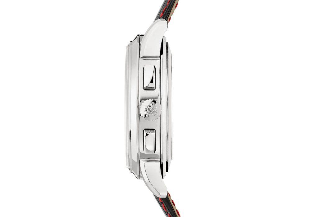 Vỏ máy được thiết kế tinh tế với 2 nút bấm chronograph và vương miện bên phải