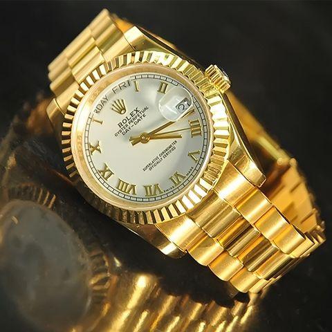 Có nên lựa chọn đồng hồ Rolex vàng 18K không?