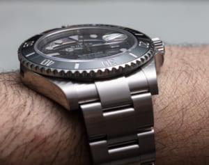 Trên tay chiếc đồng hồ sang trọng Rolex Submariner 126610LN